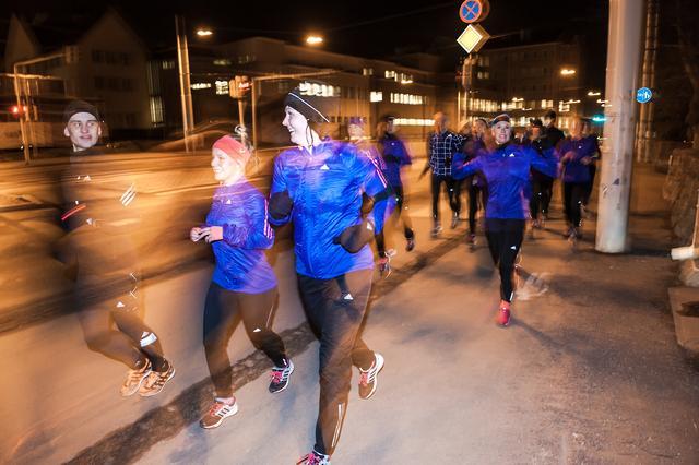 Tässä vaiheessa on vielä helppo naureskella. Kuva: Adidas/Sami Välikangas