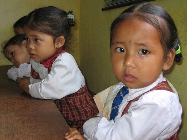 Nämä pienet ihanuudet tapasin Intian Darjeelingissa pienessä teeplantaasin työntekijöiden lapsille tarkoitetussa koulussa vuonna 2008.