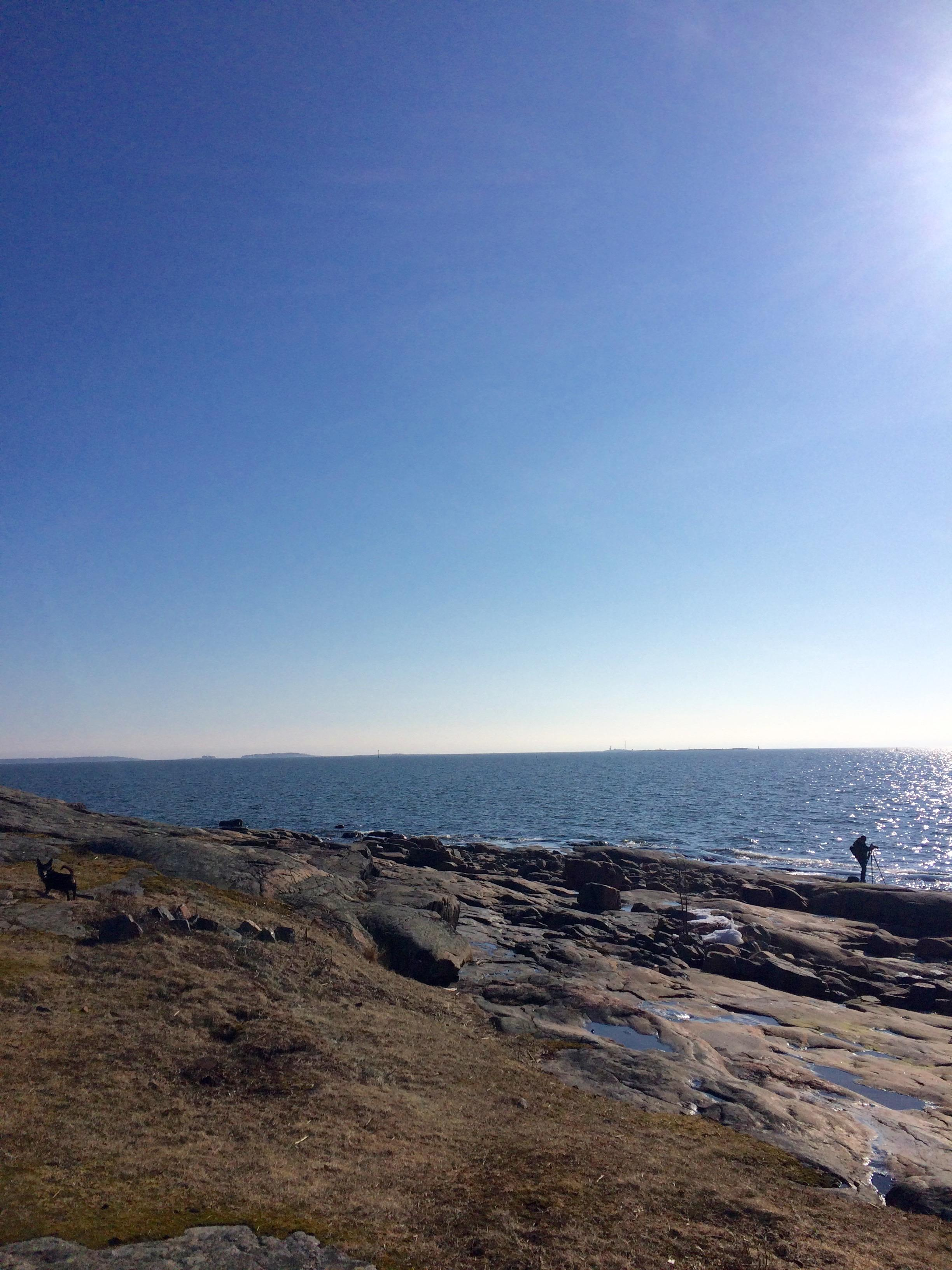 Onnea on meri ja tunne äärettömyydestä, siitä, että kaukaa pääsisi minne tahansa.