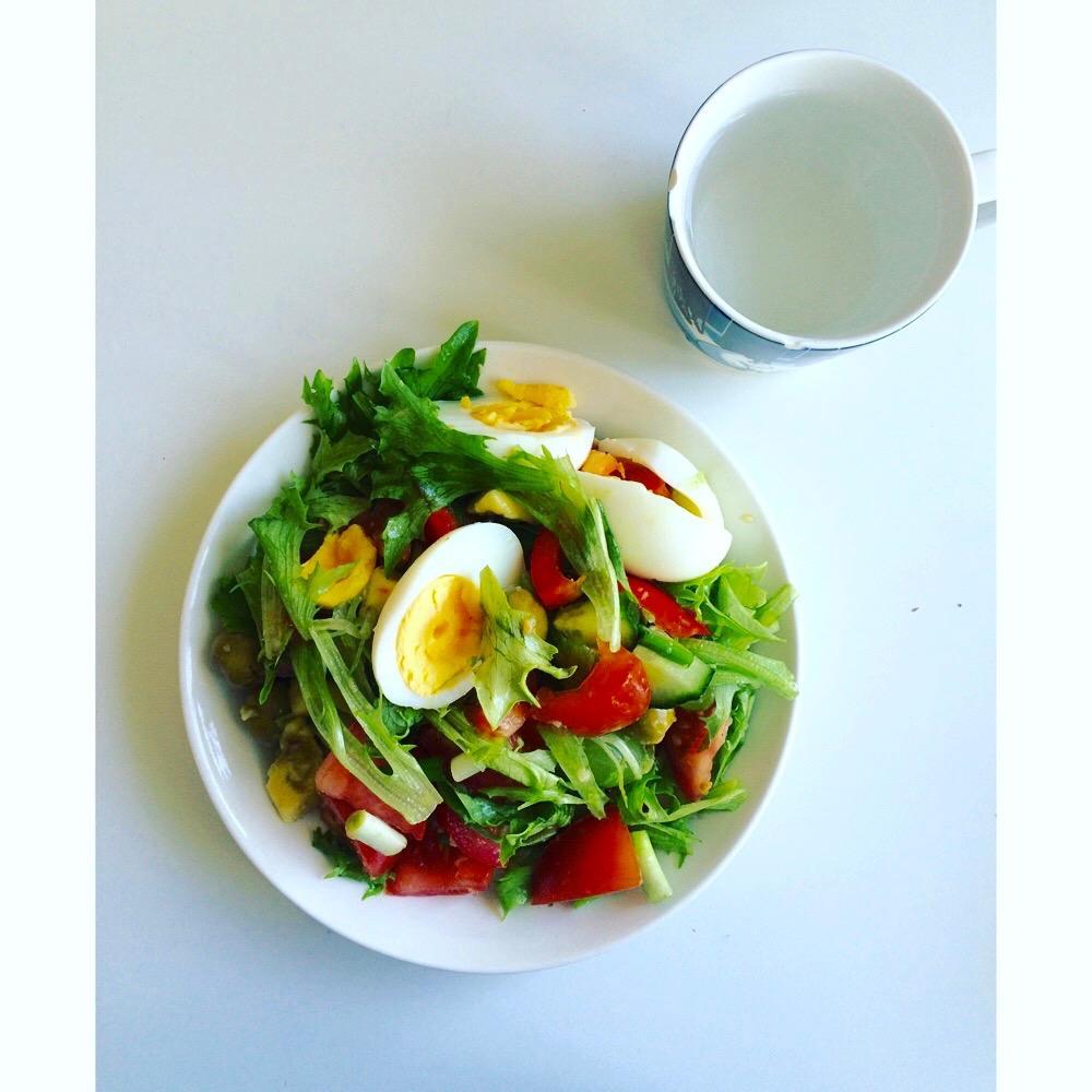 Onnea voi olla itse omin pikku kätösin valmistettu lounassalaatti.